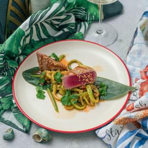Тунец и спагетти из кабачка