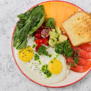 Завтрак с лососем