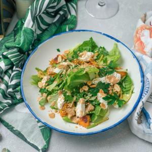 Зеленый салат с тыквой , рикоттой и лапшой из кабачка
