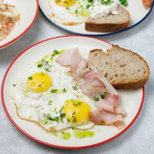 Завтраки с 10:00  до 14:00